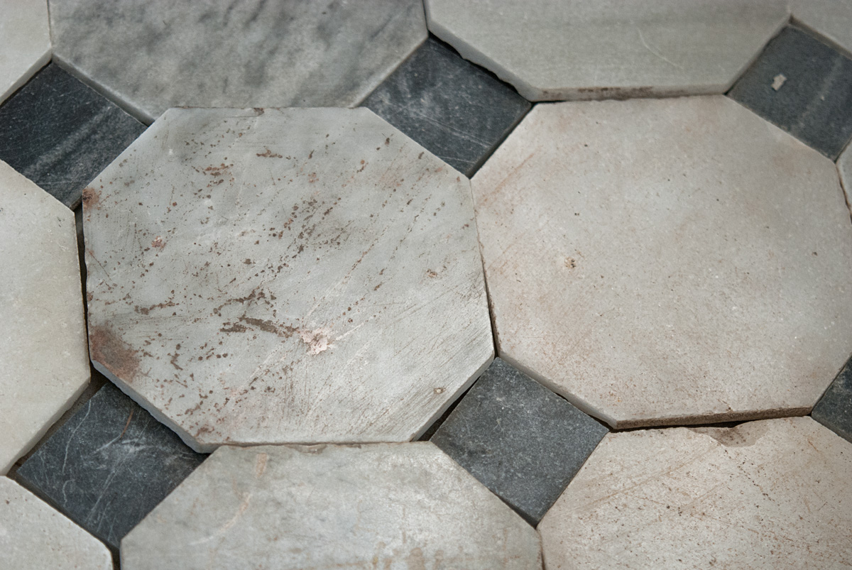 Antique white marble flooring with black squares xviii for Marble flooring