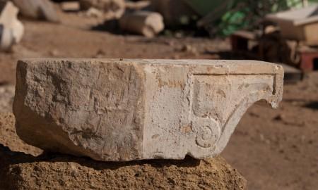 Mensula-tallada-en-piedra