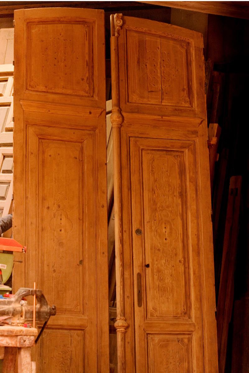 Puertas de doble hoja espacios nazar es for Puertas antiguas dobles