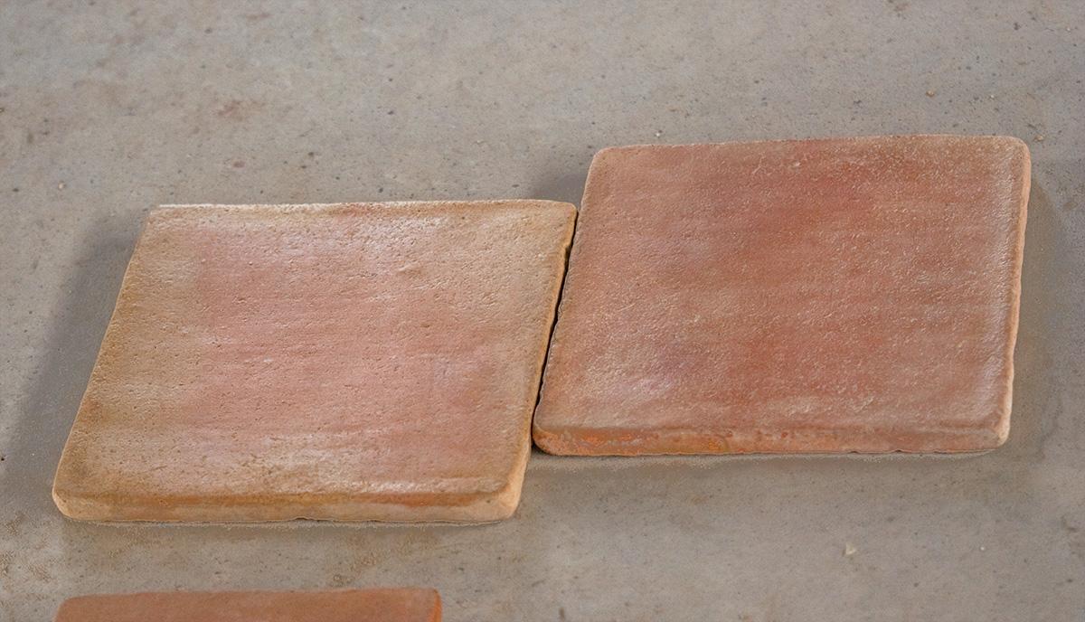 Pavimento de baldosas de barro cocido mediterr nea for Baldosas de hormigon para jardin
