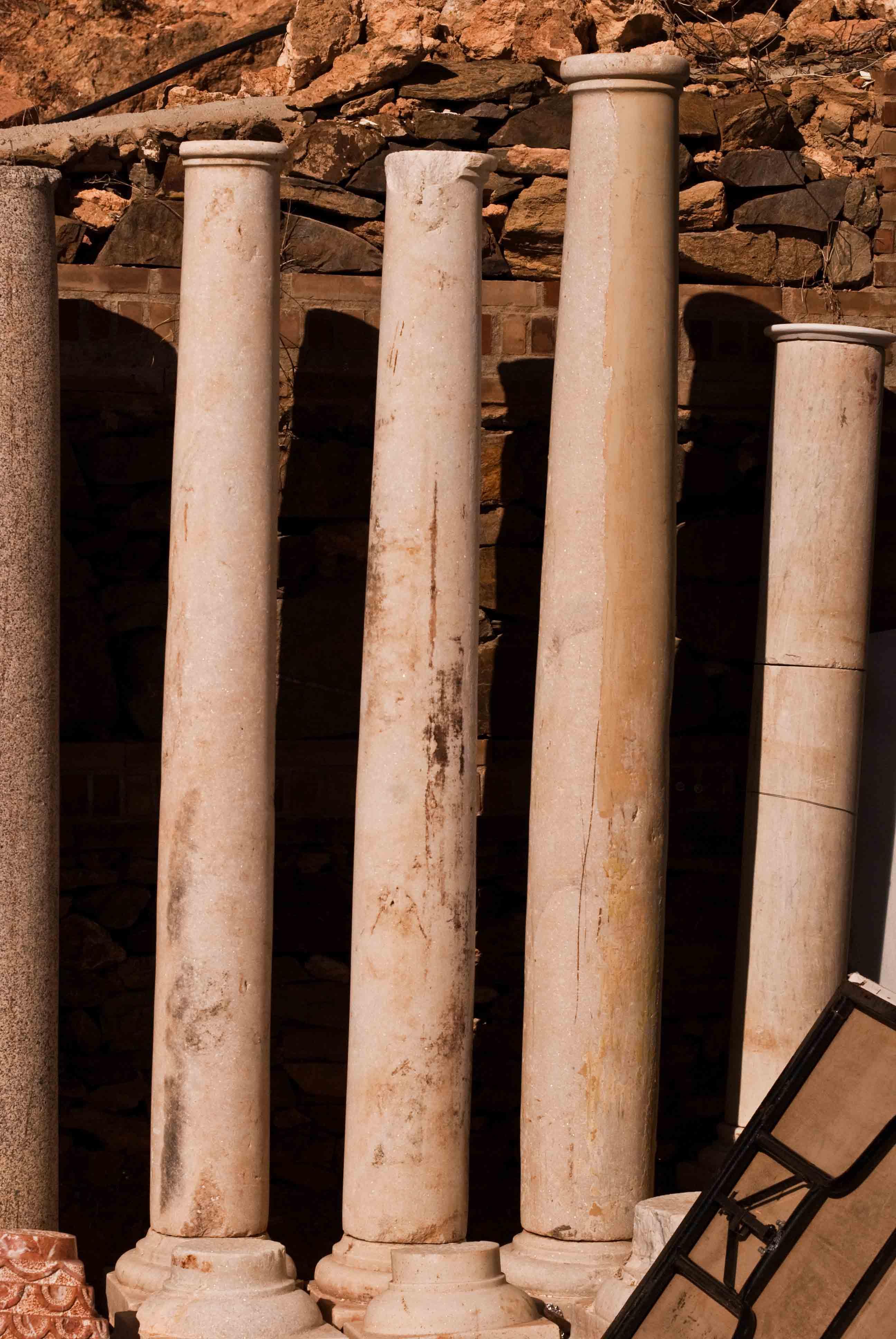 Bases y columnas antiguos espacios nazar es for Significado de marmol